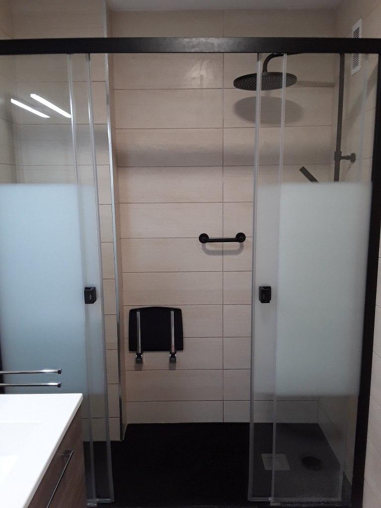 13) Mampara ducha